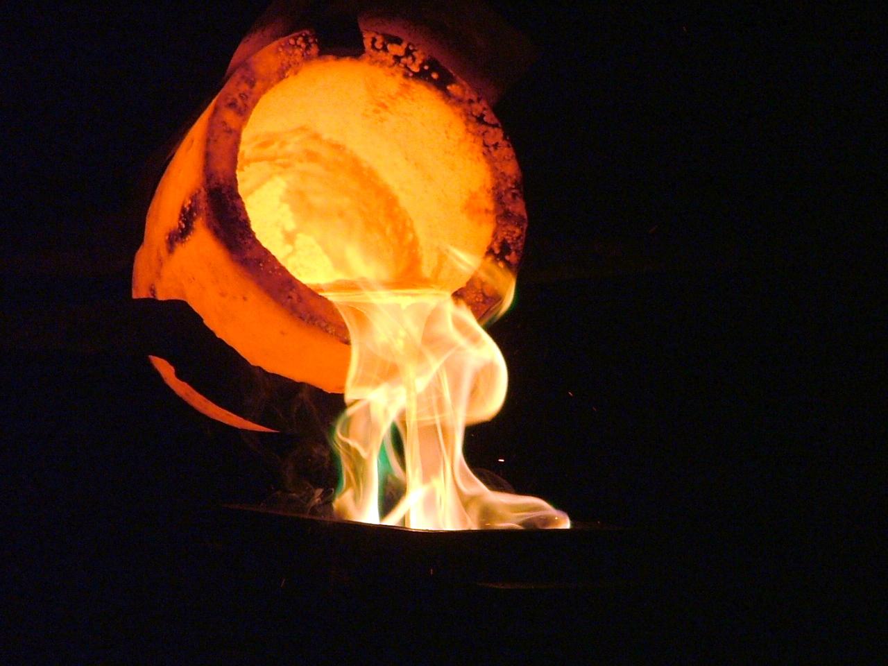 56ca952159c1 ... и незыблемым колоссом с непререкаемым авторитетом высшей материальной  ценности остается только золото. Только сей благородный металл дает  стопроцентную ...