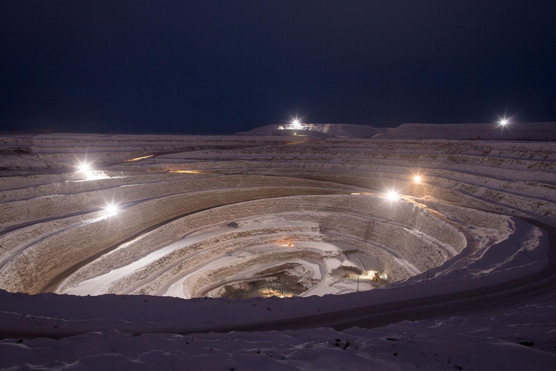 помощью фото как добывают алмазы в якутии был лес